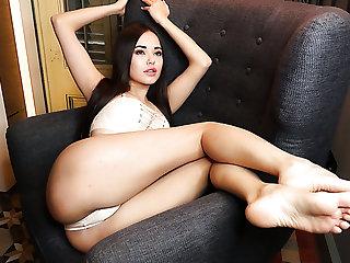 Fabulous Ukrainian babe Li Moon goes solo to pet her juicy pussy